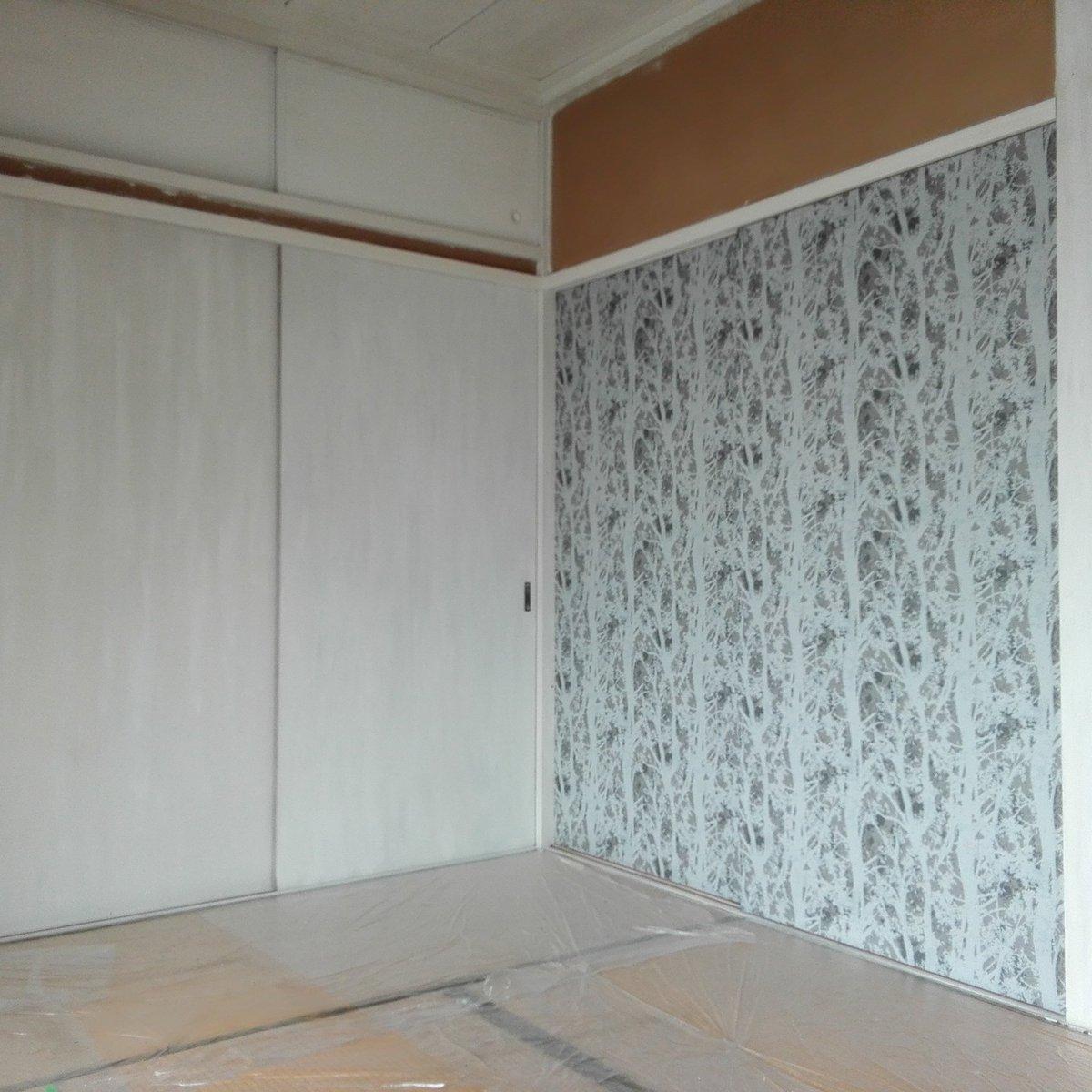 うさこ On Twitter 残す方の和室のふすまに貼る壁紙が選びきれず 2