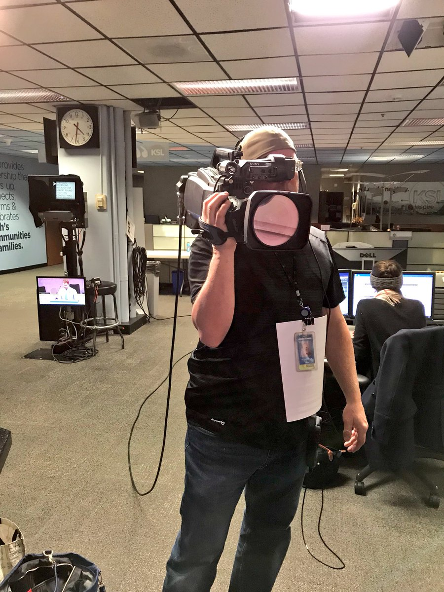 Good morning! This is what I see when reporting from the newsroom. ( Jeff is the best!)  #kslam #utah #localnews<br>http://pic.twitter.com/a6JnaGIfVW
