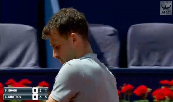 A barrage of huge forehands and acute backhands from #Dimitrov to put pressure on the #Simon serve and he breaks at the sixth time of asking to take a 5-1 lead  The No.2 seed serve for the match now...