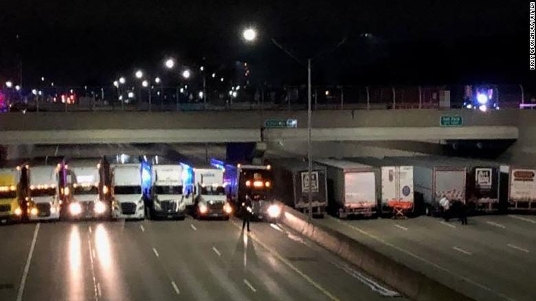 A man was threatening to jump off an overpass so these truckers parked underneath to break his fall https://t.co/z1nklJGOwO