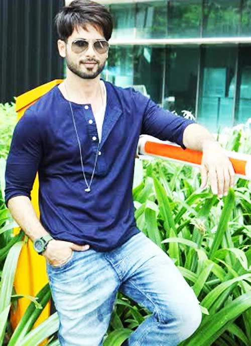 .@shahidkapoor to play the lead in Hindi remake of Telugu hit #ArjunReddy  http:// goo.gl/9413YA  &nbsp;      #Bollywood #cinema #latest #news #downloads #movies #success #songs #santabanta #santabantanews<br>http://pic.twitter.com/pMLwaWZBZy
