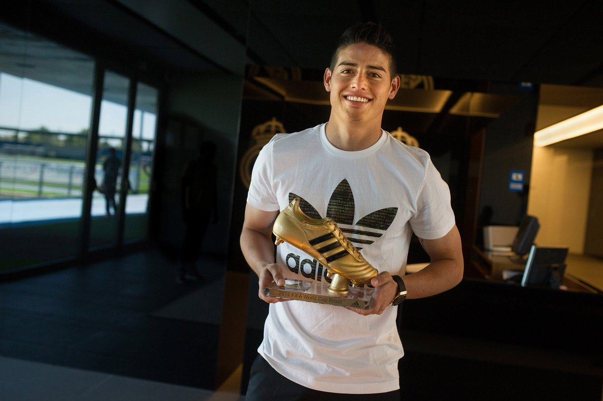 James Rodriguez won it in Brazil, but who's getting their hands on the World Cup Golden Boot this year?  Let us know your prediction on #bbcfootball   https://t.co/OD1zmnojgk