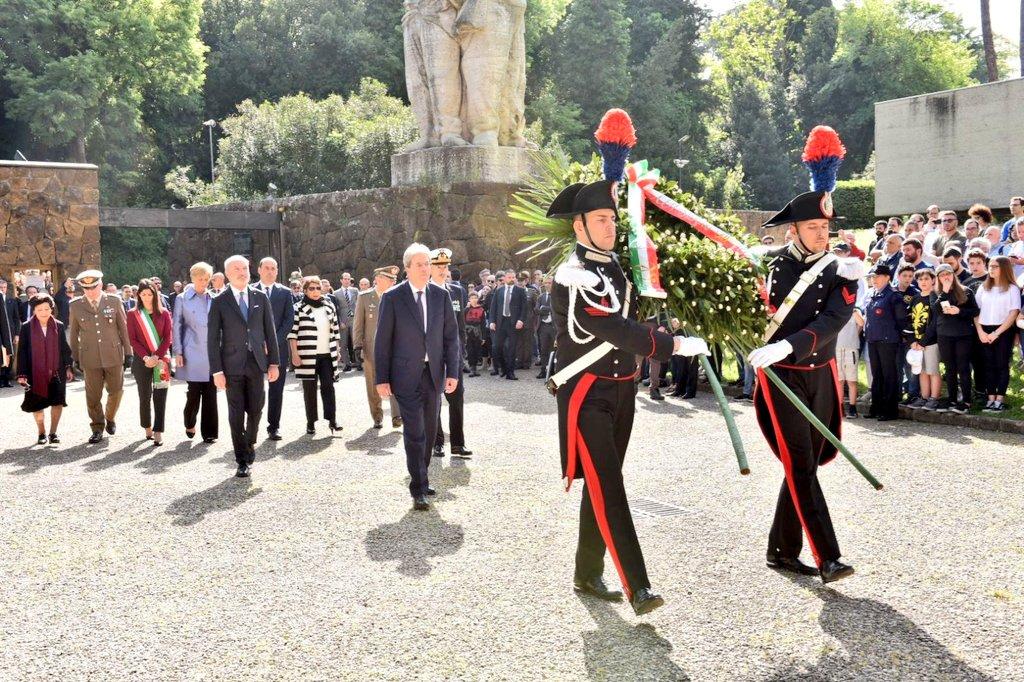 #25Aprile Il Ministro @robertapinotti con il Presidente @PaoloGentiloni alle #FosseArdeatine per le celebrazioni del 73° anniversario della #Liberazione