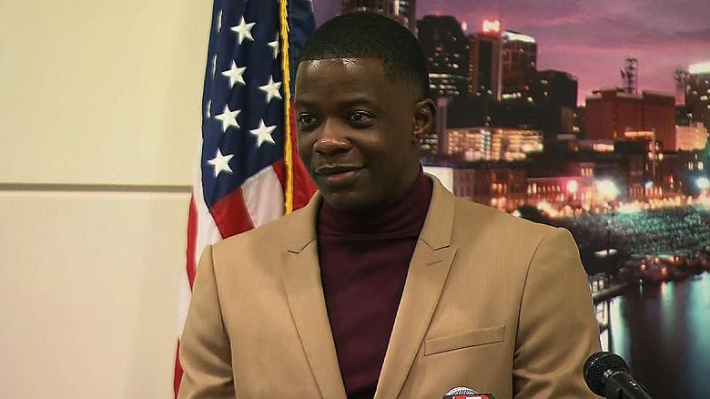 Standing ovation: Tennessee House, Senate honor man hailed as hero in Waffle House attack https://t.co/dzdEi8RGmw
