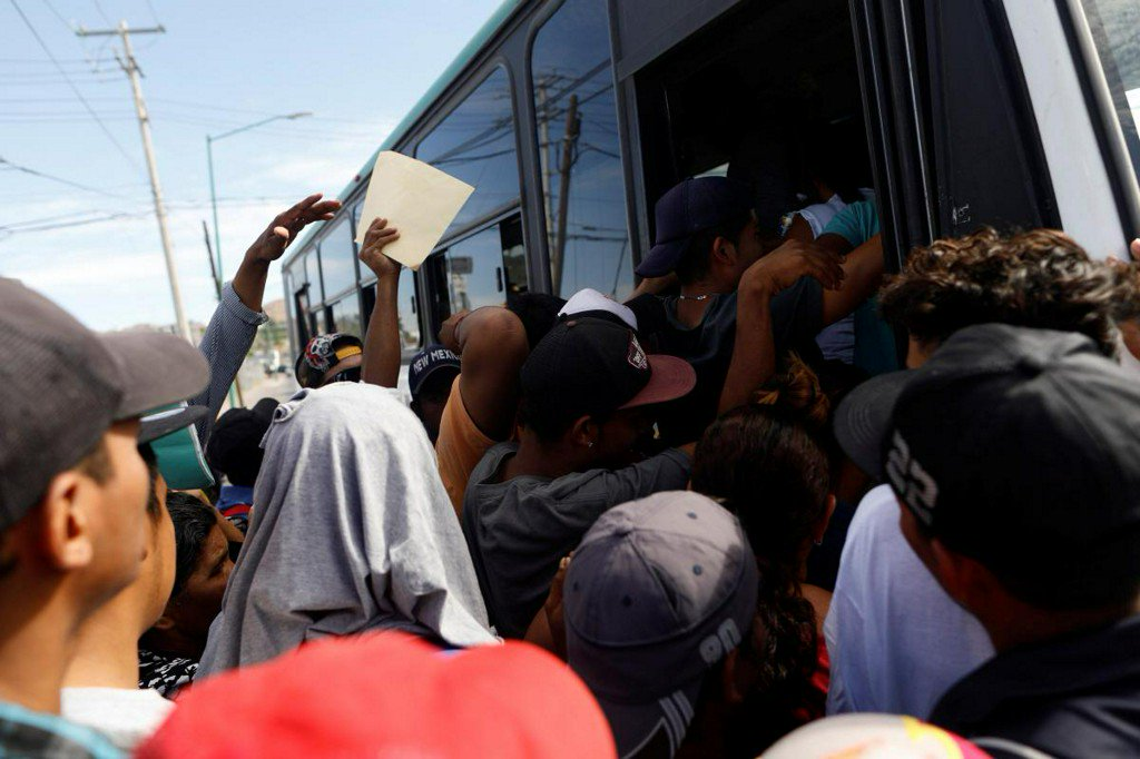 Busloads of migrants from 'caravan' arrive at U.S.-Mexico border https://t.co/ZR65VSXDNW