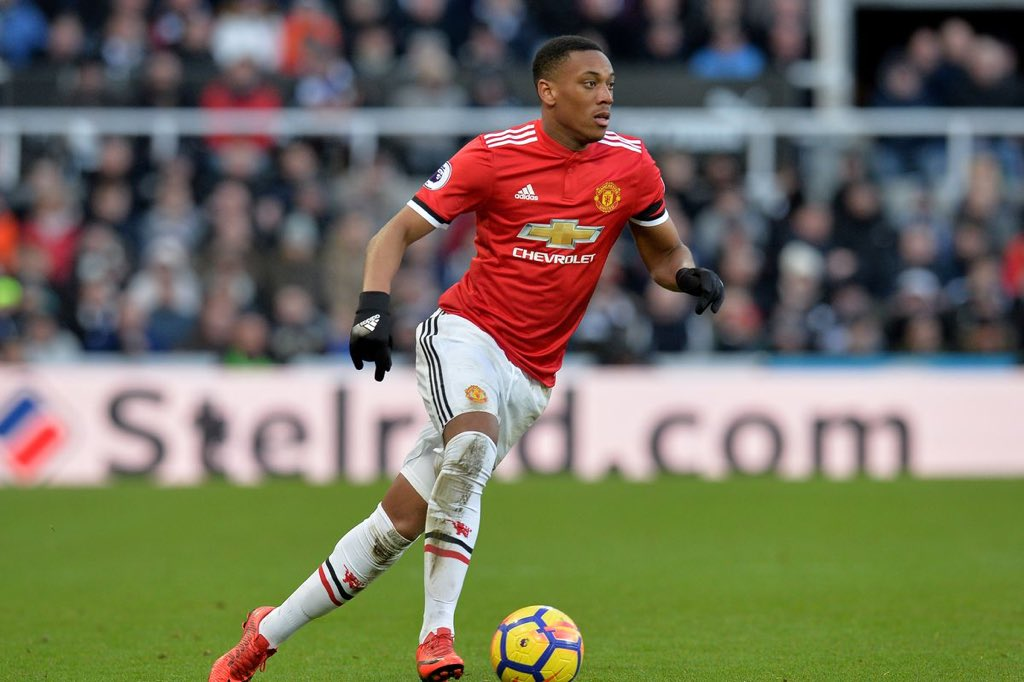 #Chelsea have joined Paris St-Germain in the race to sign Manchester United forward Anthony Martial, the bookies say. #CFC<br>http://pic.twitter.com/qMT6me1QVn
