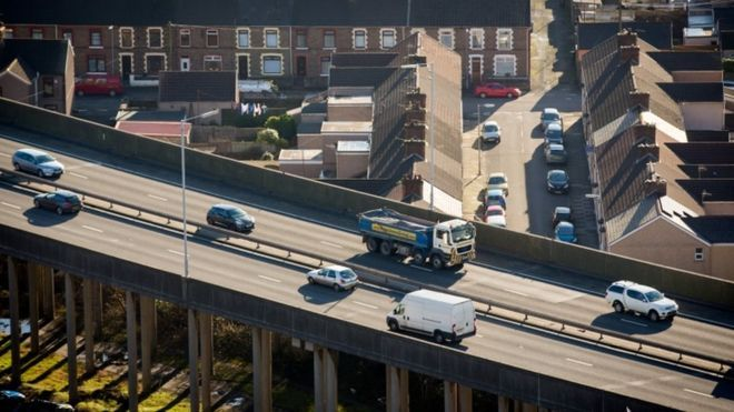A £20m fund to improve #airquality and 50mph speed limits on stretches of five main roads and motorways are being brought in to tackle #emissions -  https:// bbc.in/2vHvpAl  &nbsp;   | #AirPollution #Transport #Environment #CleanAirZone @ClientEarth<br>http://pic.twitter.com/qPE8iyCxzC