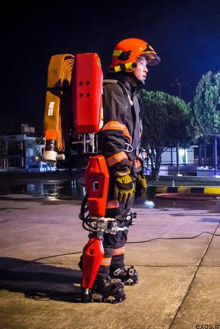 シンガポールのアバロン社が開発した消防士用パワードスーツがめちゃくちゃカッコいい。 40kgの装備を運べるように開発されているんだとか。 デザインがもう、最高すぎませんか?