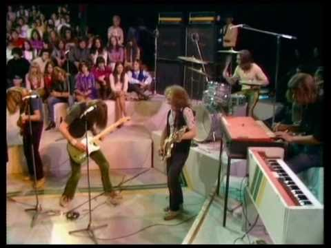 #StatusQuo #FranticFour #RickParfitt    Song for a #Wednesday in April  &quot;I can&#39;t leave, but I won&#39;t stay here If I stay, I still won&#39;t be here I am the grass upon which she lays&quot; April spring summer and Wednesdays   &quot;(April) Spring, Summer and Wednesdays&quot;  https:// m.youtube.com/watch?v=fDoU3q 1NaMw &nbsp; … <br>http://pic.twitter.com/pJgxHUg8tz