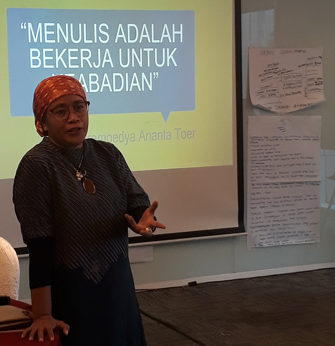 The last session of the 2nd day. BONUS: Tips on writing op-ed in mainstream media. Learning from the expert @MardiyahChamim of @TempoInstitute  #INSPIRE #InterParty #Dialogue #Democracy #Representation   @kemitraan_ind @WeAreNIMD @MonicaTanuhanda @NLinIndonesia<br>http://pic.twitter.com/k2uKbJZoCe