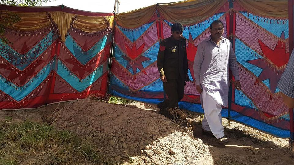 Police exhume body of Italian-Pakistani woman over honour killing reports https://t.co/NmP6sE7bOn