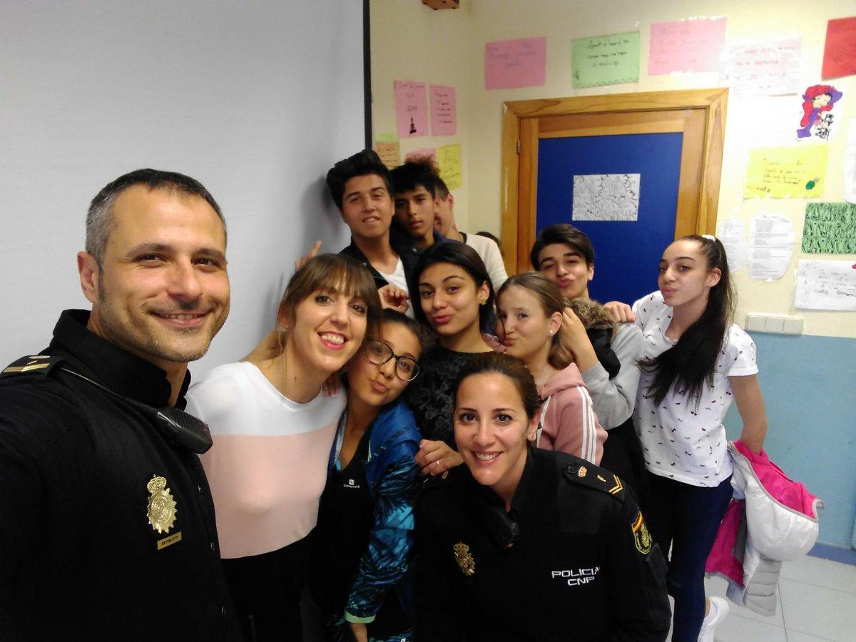 Taller con la @policia Geniales!!! #trabajamoscontraelciberbullyng  #pensamos #reflexionamos #escuelasquecambianelmundo
