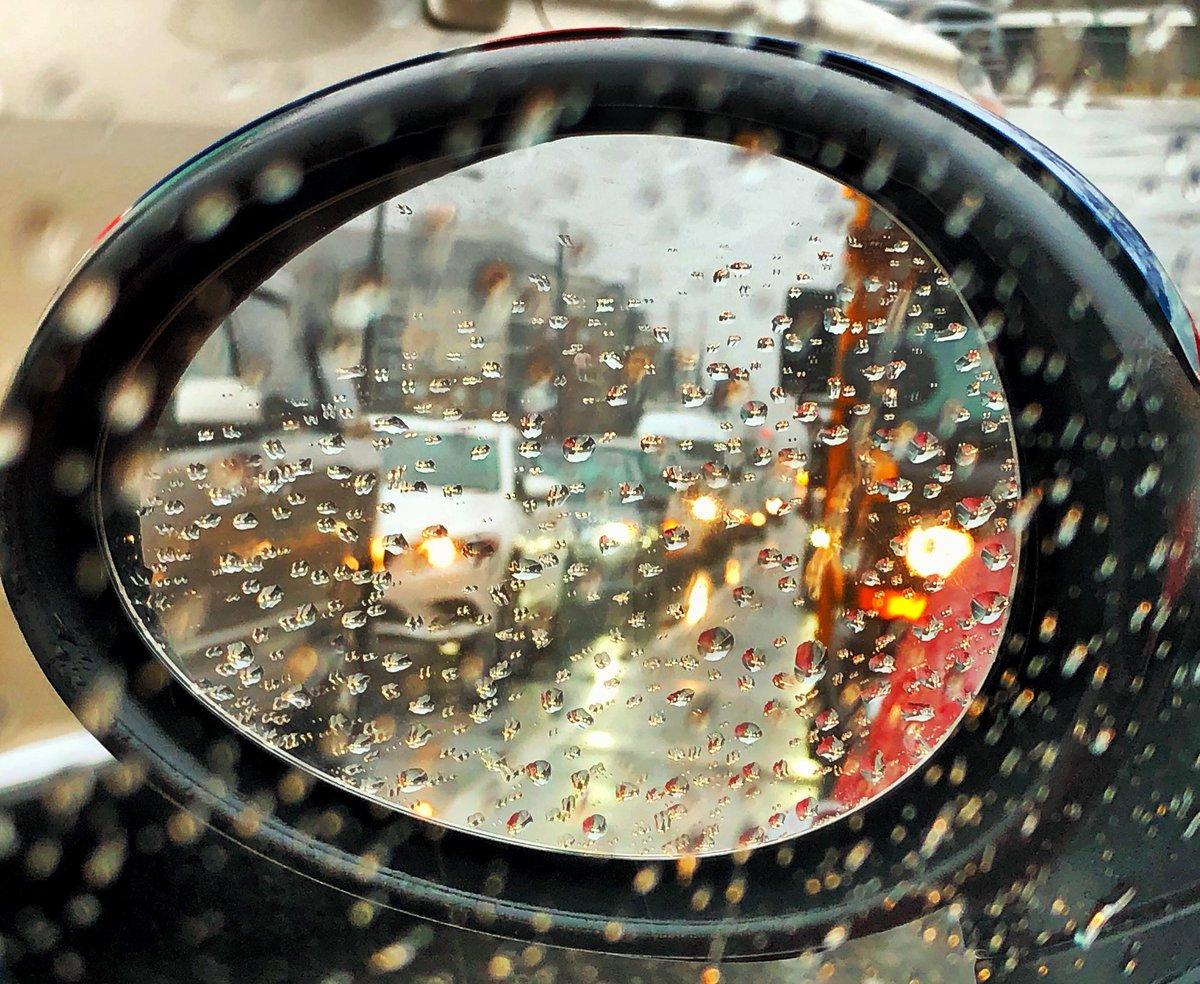 Wednesday vibes #traffic #rain #citylife #Toronto<br>http://pic.twitter.com/LcUz3JJihO