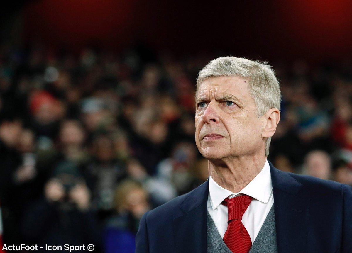 Arsène Wenger a annoncé en conférence de presse que l'annonce (en cours de saison) de son départ d'Arsenal 'n'était pas vraiment (sa) décision'.