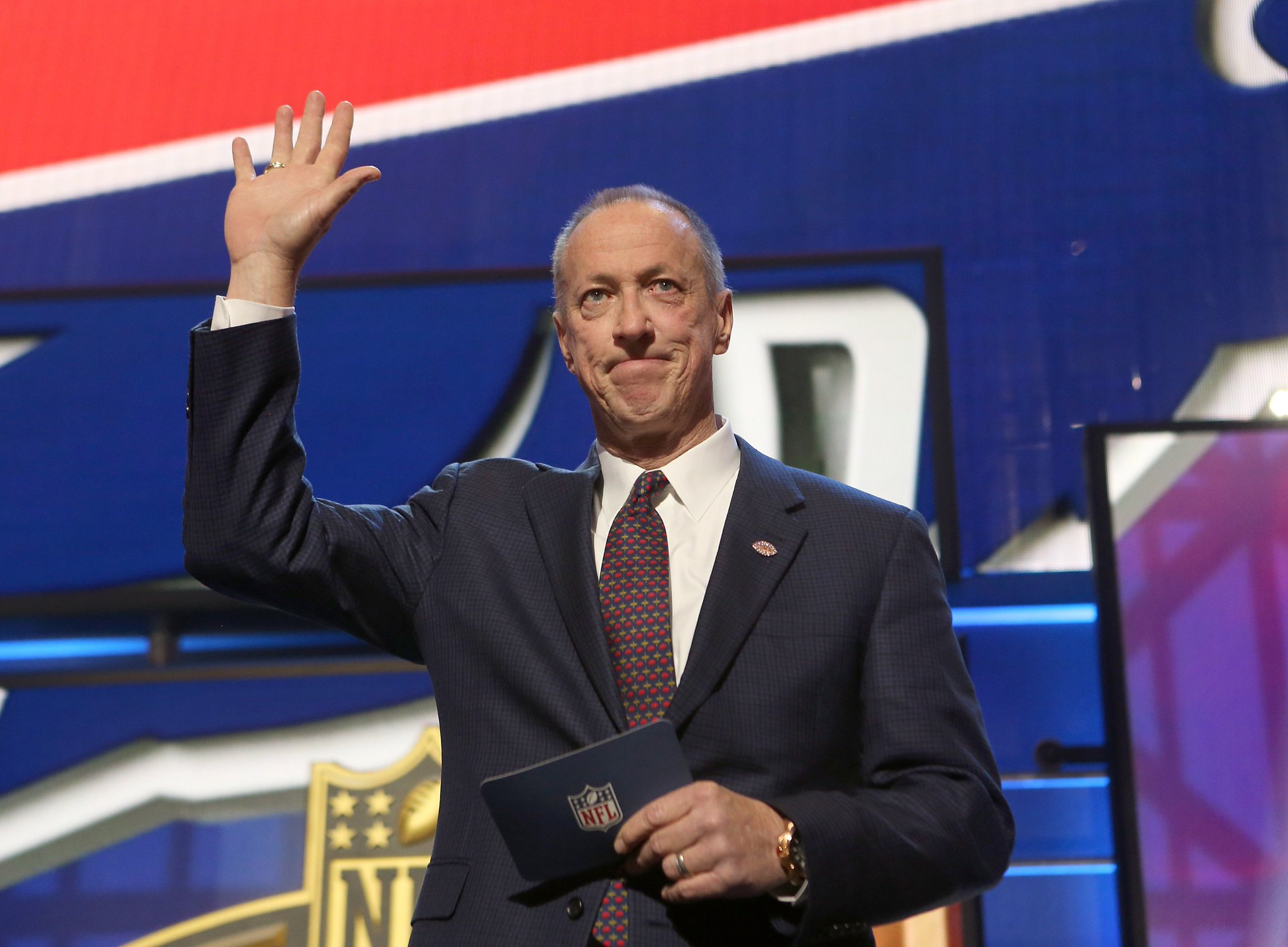Jim Kelly is set to return to Buffalo today. #KellyTough   Welcome home, Jim: https://t.co/smbCuxhWUd https://t.co/rAXswZhZwJ