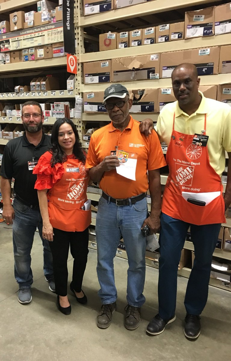 Some of my team members getting recognition by @rose_taylorwood for driving quality at store 6372! Thanks team!!! #soproud