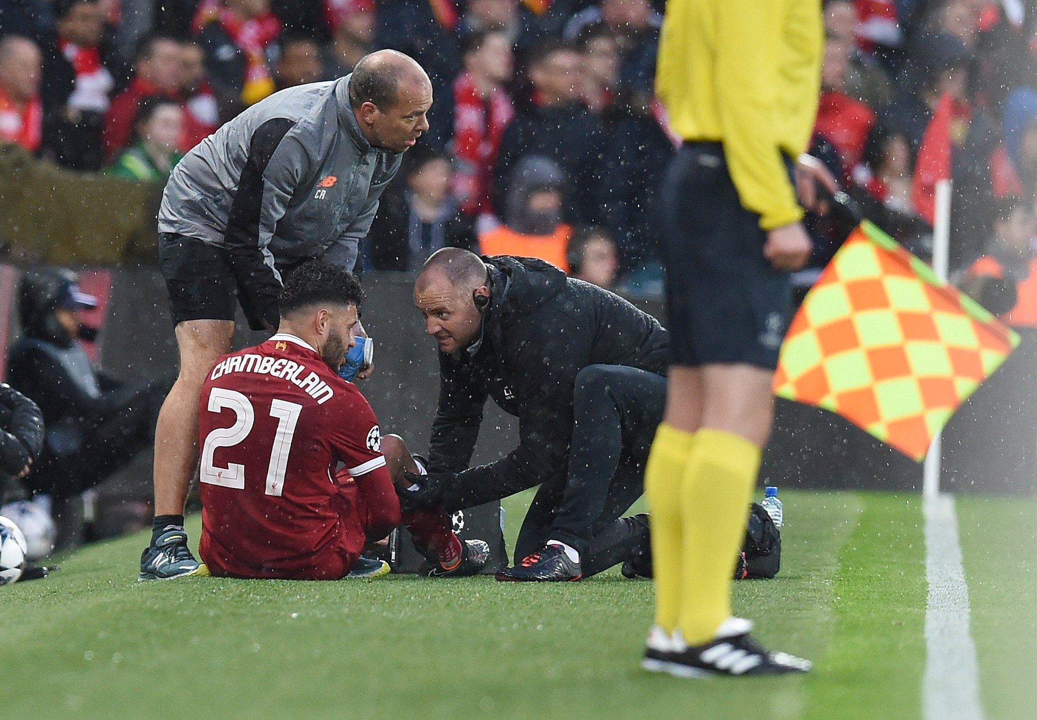 Injury update on Alex Oxlade-Chamberlain: https://t.co/Gn5yRbf17Q https://t.co/7s7vPGrRyr