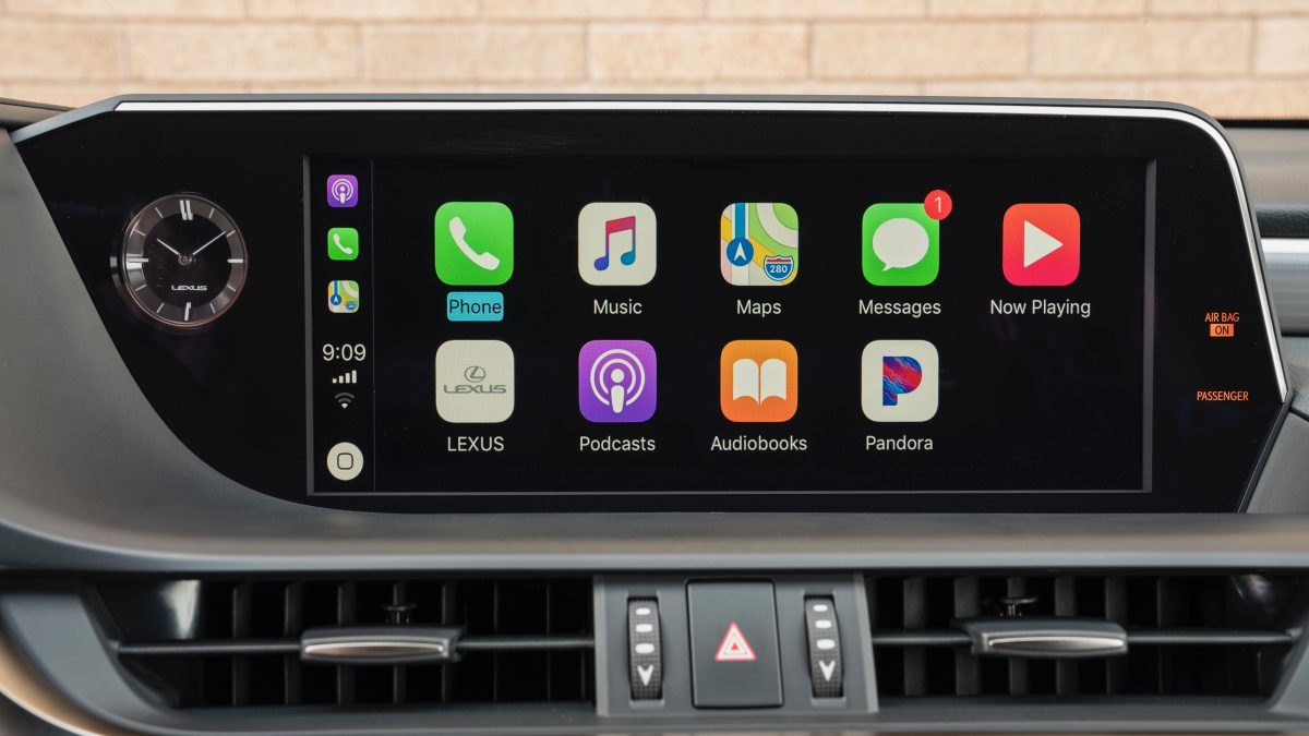 Lexus debuting CarPlay in latest ES sedan, 12.3-inch widescreen optional available, notouch https://t.co/OGbkk5Y2Ip by @apollozac