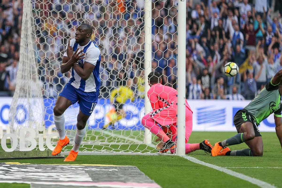 ⚽Marega: 1 golo e 1 assistência frente ao Vitória FC 👉22 golos e 6 assistências na época 2017/18 #FCPorto #FCPVFC