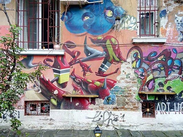 Reposting @katjastyle: - via @Crowdfire  Streetart in Sofia. Colors like this make me happy! . . . #tbt #throwback #throwbacktuesday #color #colors #colorful #streetart #streetview #cityscape #citywalk #citywalk #graffitiart #graffiti #art #arts #mural #happy #mood #sofia<br>http://pic.twitter.com/zn3gZSabWl