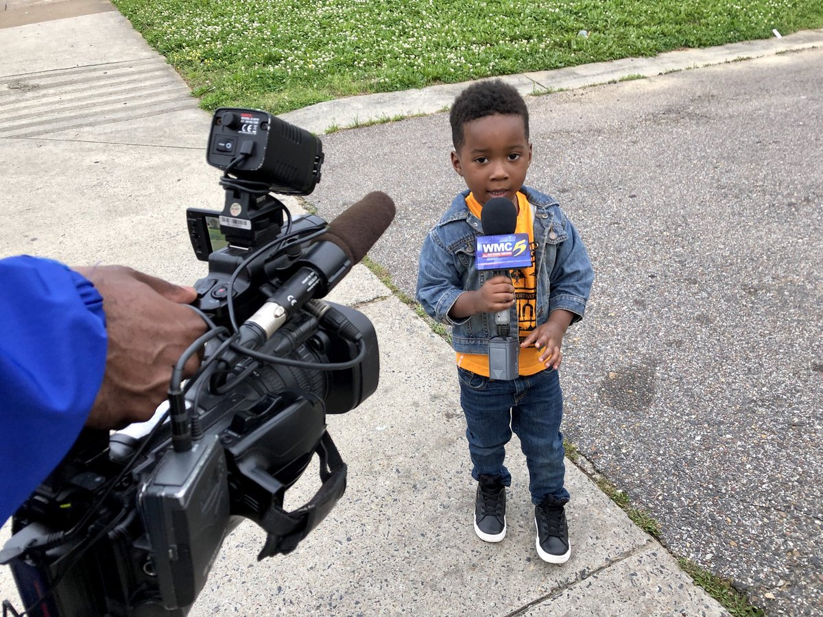 """Meet the newest @WMCActionNews5 reporter: 3-year-old Aaron Carter. Lil man is a natural! He &amp; #wmc5 photog @TerranceM_Smith filed a """"live report"""" tonight from South #Memphis.  <br>http://pic.twitter.com/UszIvfKirL"""