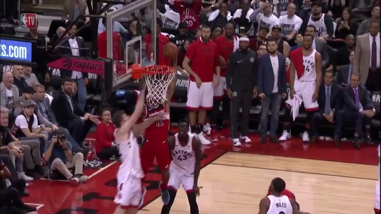 Kelly Oubre Jr. flies in baseline for the STUFF!  #DCFamily 87 | #WeTheNorth 84 in the 4th.  ��: @NBATV https://t.co/TyrEvoVOF2