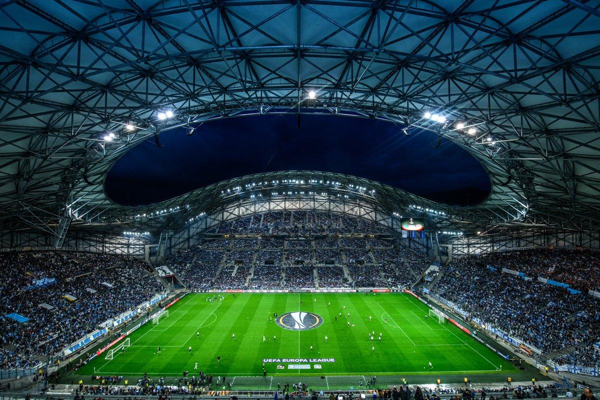 🔵 #JourDeMatch ⚪  L'Olympique de Marseille reçoit le FC Red Bull Salzburg à 21h05 en demi-finale de l'Europa League !  🌋 Le peuple marseillais est prêt, et l'@orangevelodrome sera une nouvelle fois plein et bouillant !!! 🌋  👊 ALLEZ L'OM !!! 👊  #OMFCS / #TeamOM 🔵⚪