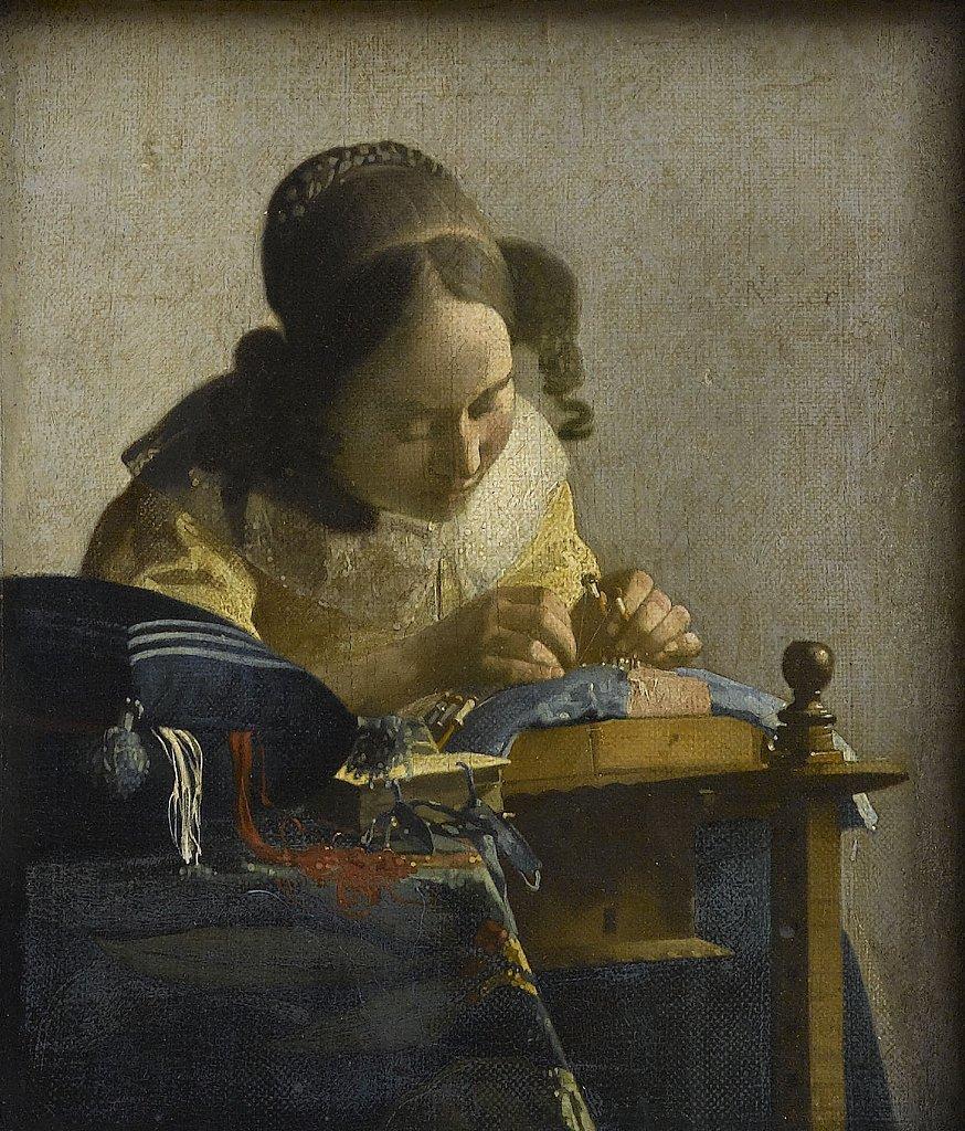 [#UnJourUneOeuvre] Le thème des ouvrages de dame était très populaire à l'époque de Vermeer. La dentellière, tête penchée sur son ouvrage, semble faire corps avec la table sur laquelle elle travaille avec assiduité.  ☛https://t.co/hCyaQaN6IP #Peintures #ProfessionsMW #MuseumWeek