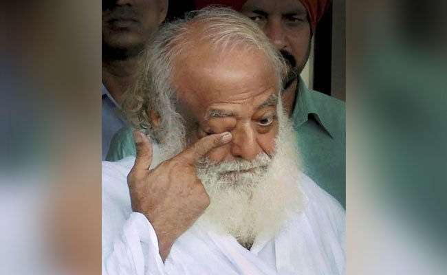 """#Asaram appeared broken, kept saying """"do something"""" to lawyers: Police  https://www. ndtv.com/india-news/asa ram-appeared-broken-kept-saying-do-something-to-lawyers-police-1842911  …   #AsaramVerdict #AsaramCaseVerdict <br>http://pic.twitter.com/kPIB1GdTna"""