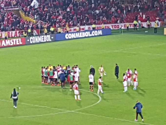 9a66753333 Marcelo Baltar  marcelobaltar1Todo o banco do Flamengo e jogadores cobraram  muito o árbitro