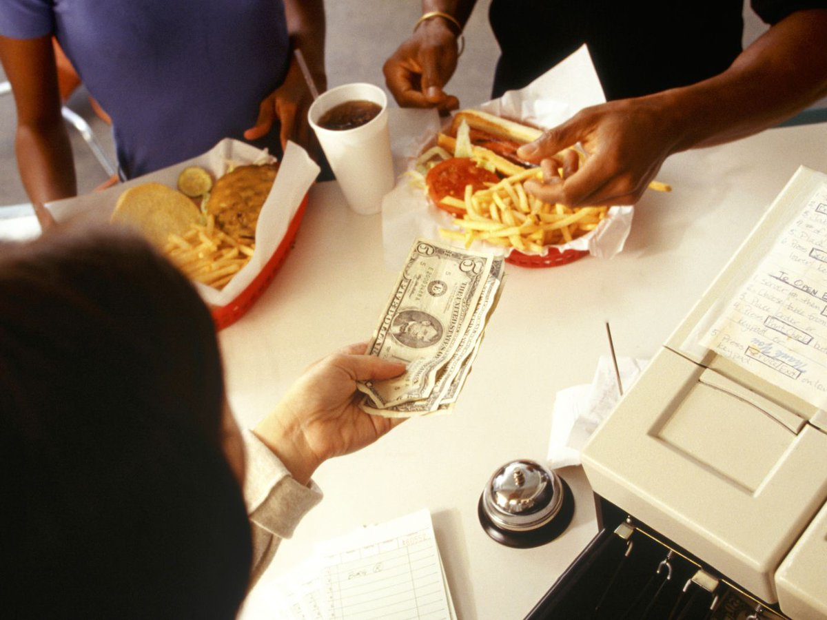 7 out of 10 Americans want a higher minimum wage, even if it means higher menu prices https://t.co/7vvwPTkZin @Eater