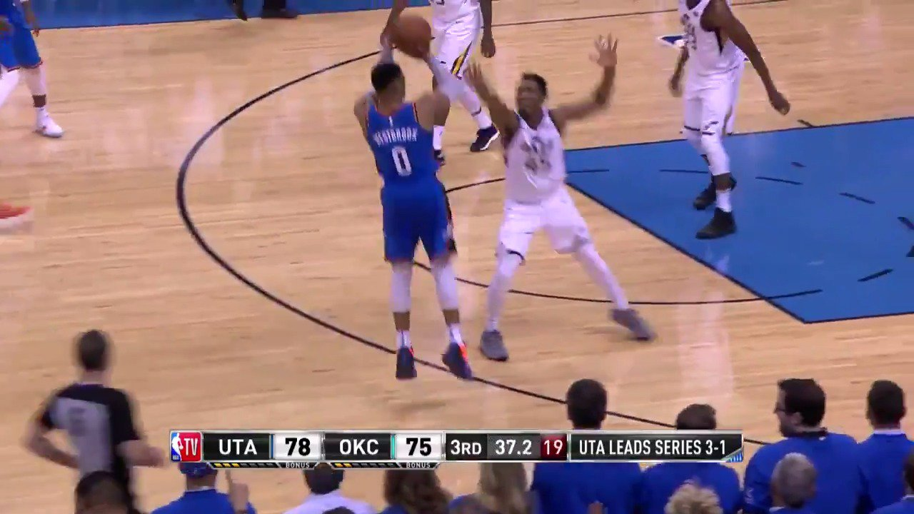 Russell Westbrook pours in 20 3rd Q PTS to bring the @okcthunder back from 25 down! #ThunderUp https://t.co/9GNh6O9Liu