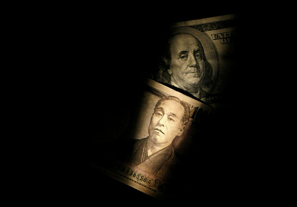 Dollar near three-and-a-half-month peak, bolstered by rising US bond yields (reuters.com)