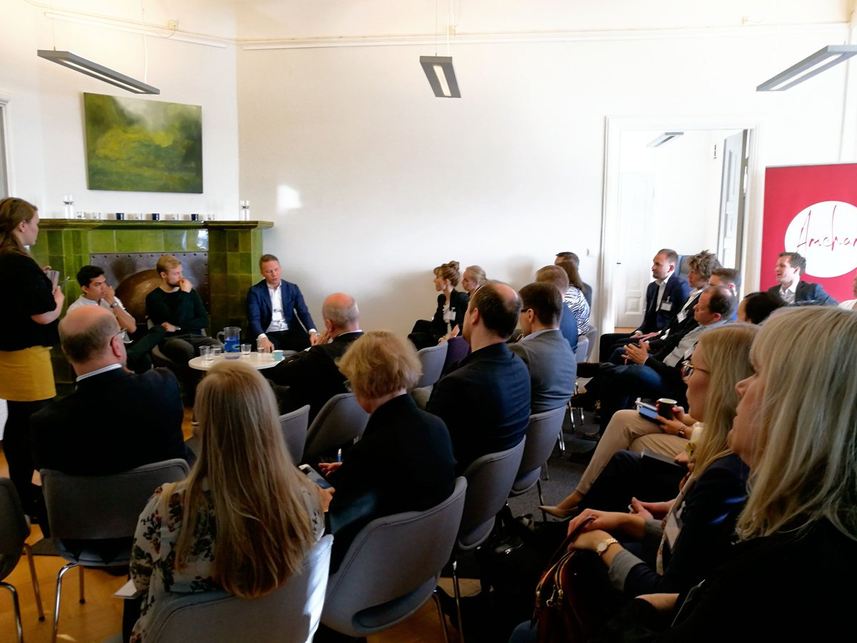 Success looks different for #startups and established businesses. Full house at @ukinfinland&#39;s and @amchamwatch&#39;s session on Ecosystems.<br>http://pic.twitter.com/cKdQOKn3Im
