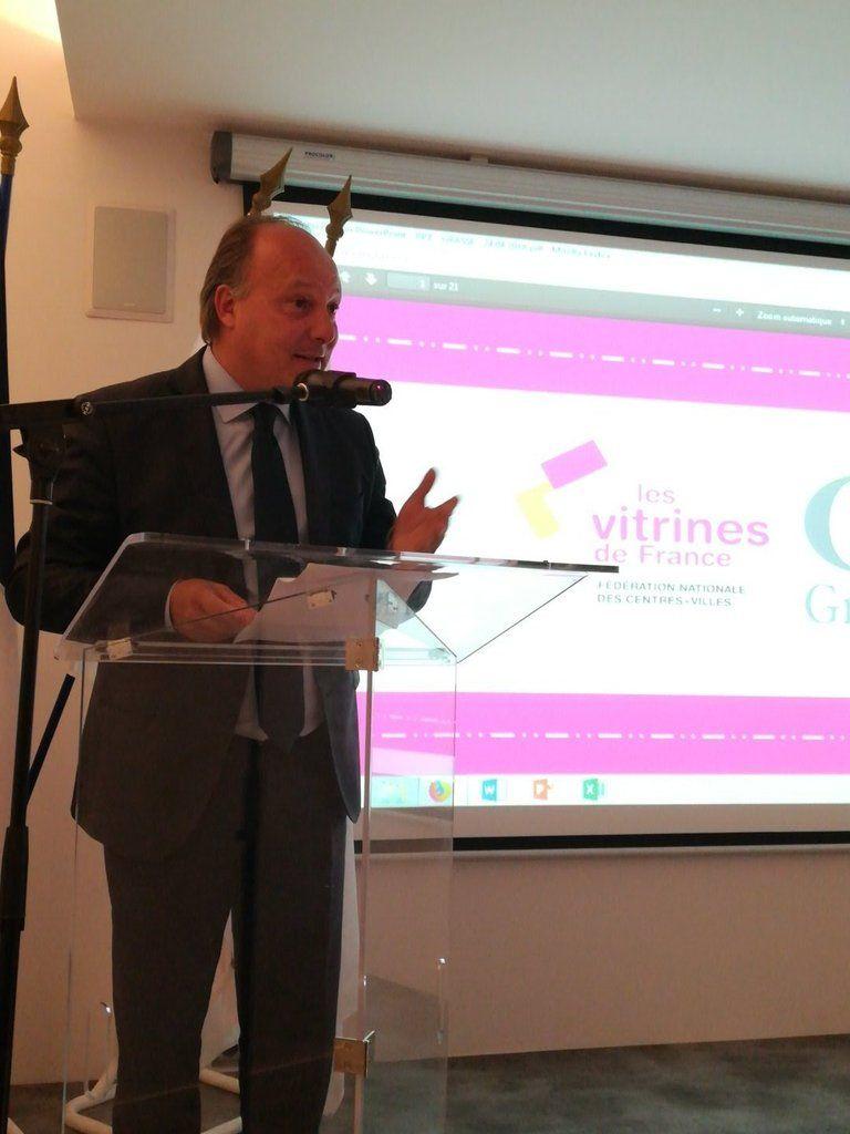 C'est Bernard Chaix vice président de la  qui a présenté  Les Vitrines de France à   Avoir une b#Grasseoite à outils de référence pour ressusciter le commerce de centre-ville, une urgence…   nice #commerce#artisanat#Nice06