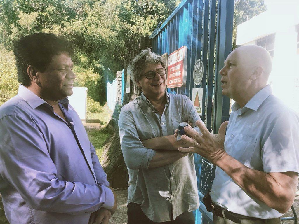 À l'Île de la Réunion avec mon collègue et ami @DeputeRatenon en visite de la centrale hydraulique de Sainte-Rose