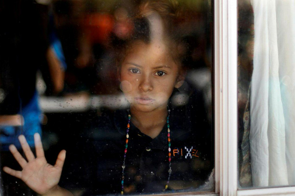 Trump officials warn of arrests as migrant caravan reaches U.S. border https://t.co/bBVQnFMt4K https://t.co/iFlSXBGmZ8