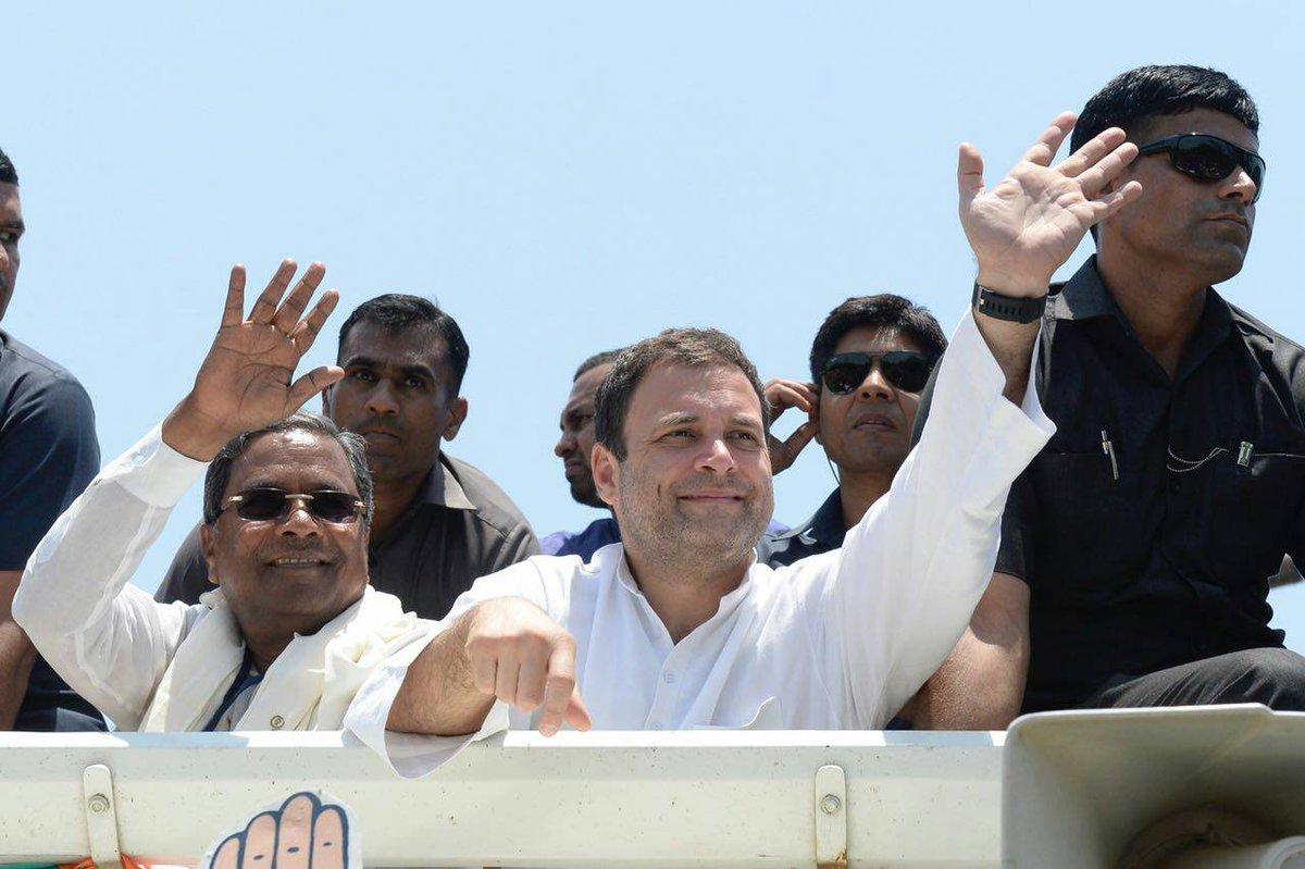 Enthusiastic crowd turns out to welcome Congress President @OfficeOfRG to Ankola city.  #JanaAashirwadaYatre#CongressMathomme