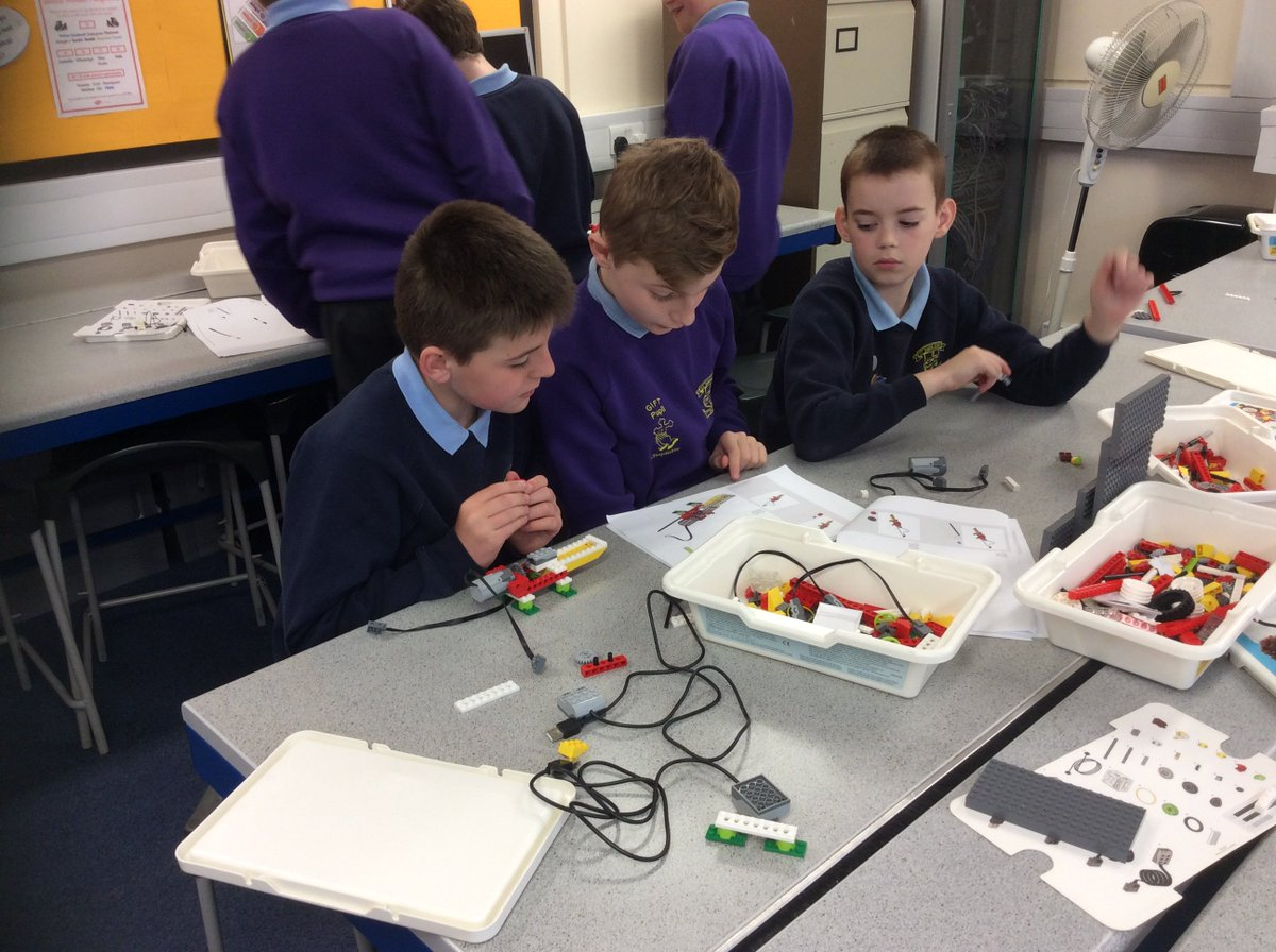 Year 6 using Lego WeDo this morning creating Ferris wheels and alligators. Great team building!