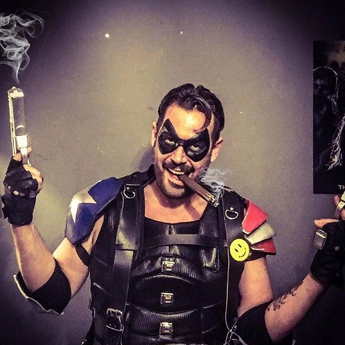 Once you realize what a joke everything is, being the Comedian is the only thing that makes sense. .  Comedian @thenotoriousnegan Base vest by@costumereplicacave Guns/shoulders Julie Luna Ross - . #thecomedian #dccomics #dcuniverse #dcu #dc #comics #watchmen<br>http://pic.twitter.com/k6uOUKee9A