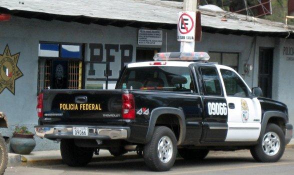 #Mexique : un rappeur star aurait dissous dans l'acide les corps de trois étudiants disparus. Il a confié avoir reçu 3,000 pesos (159 dollars) par semaine pour travailler pour le cartel Jalisco Nouvelle Génération, un des plus puissants cartels mexicains https://t.co/rb09RpKz0C