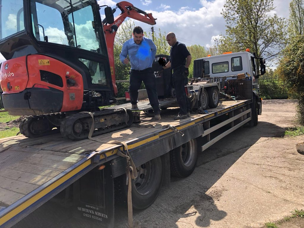 Great result and a happy customer although they have a meccano kit to put together machine well searched,big thanks to @Essex_SCD_SVIU @EssexPoliceUK for their assistance all possible because of @CanTrackGlobal #assettracker #teamwork <br>http://pic.twitter.com/jthijl3HDU