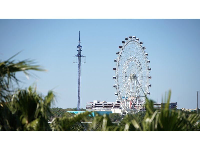 Here's a view of the Starflyer in comparison to the Orlando Eye.  It's 25 ft. taller than the Eye and only about 3 ft. shorter than the Hyatt Regency (formerly Peabody Hotel).