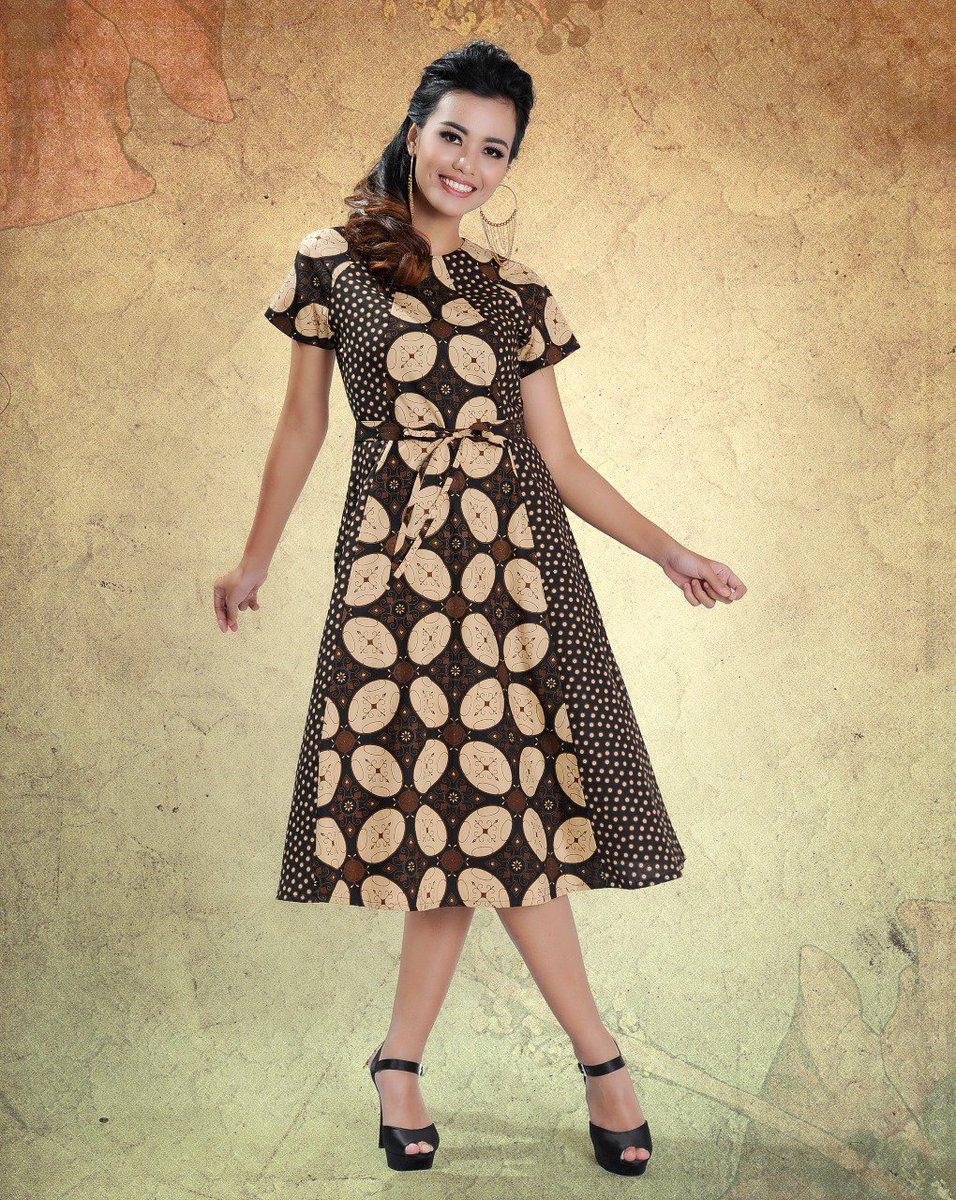 ... seperti midi dress motif Kawung ini yg dikombinasikan dgn motif  polkadot. Kombinasi ini menciptakan dress yg modis tanpa terkesan tua kuno.   batikkeris ... 553608da25