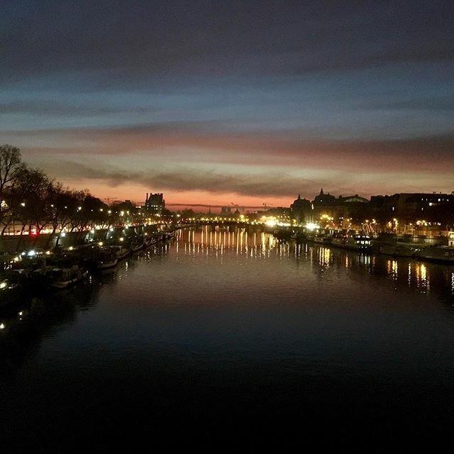 Reposting @walkingandstuff: La Seine • #france # #paris #concorde #pontdelaconcorde #cityoflights #river #seine #dawn #sunrise #oldpic #walking #totheoffice #worldisfullofbeauty #justfindit #citypic #urban #nature #cityscape #walkingandstuffpic.twitter.com/FyCuf6YaUf