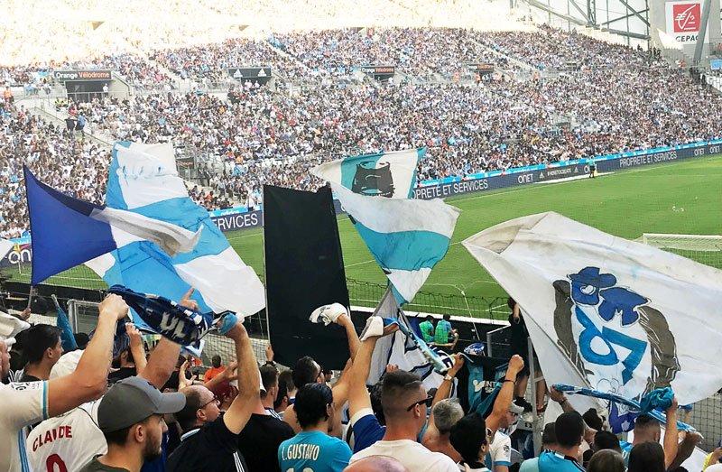 Dans le bon tempo: nouvelle étape de la tournée @suppsparterre à Marseille. 'Au Vélodrome, les ultras montent le son' - https://t.co/QX2q07HzoK