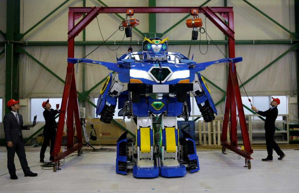 Autobots Roll Out! - transforming robot unveiled in Japan https://t.co/jtL0BdtBcX https://t.co/8R9jDhB0In