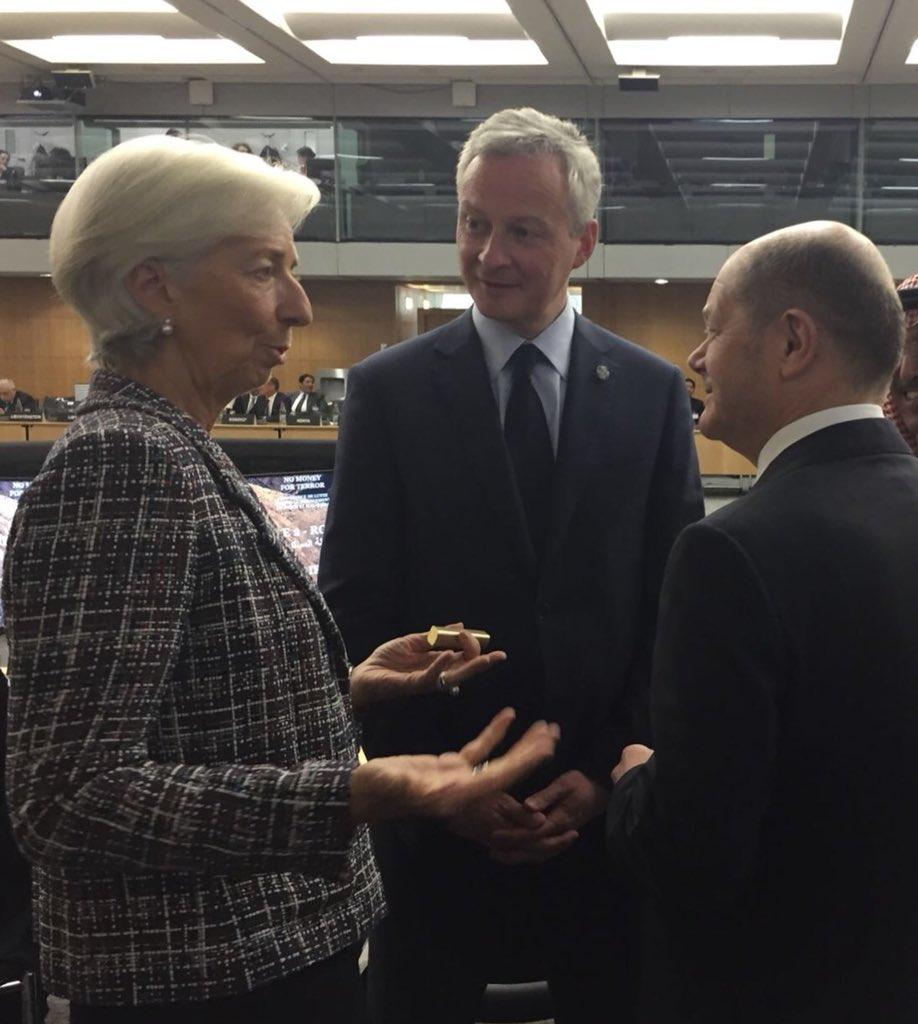 Avec la directrice générale du FMI @Lagarde et le vice-chancelier allemand @OlafScholz pour la conférence sur la lutte contre le financement du terrorisme : impératif de renforcer transparence, coordination du renseignement et riposte #NoMoneyForTerror
