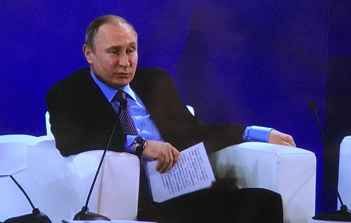 Путин на съезде ректоров узнал новое слово: Чем дольше работаю, тем больше у меня новых терминов появляется. Сингулярность... Я так понял, это увеличение факторов неопределенности. Скажу где-нибудь - буду выглядеть приличным человеком