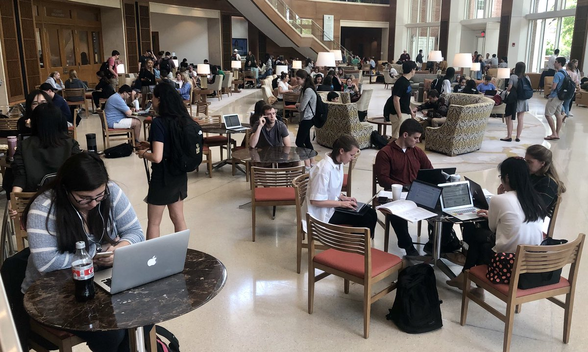 Farrell Hall is so full of activity, every day.  Reflecting today on how glad I am that @WakeForest students have this space to support their success!  @WakeForestBiz @WFUAlumni